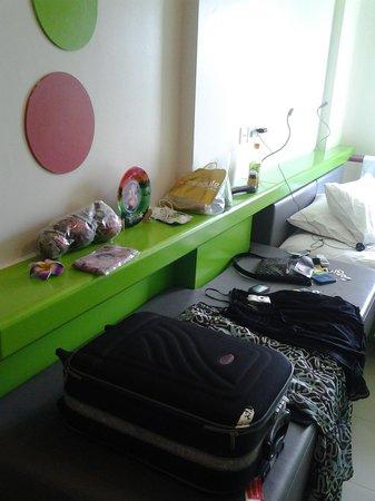 POP! Hotel Kuta Beach : Just put my everything on the sofa