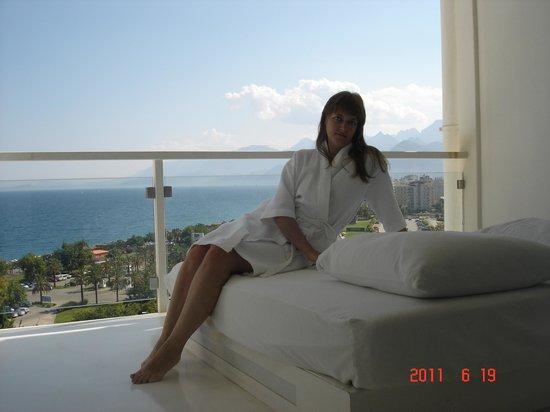 Hotel SU: балкон номера