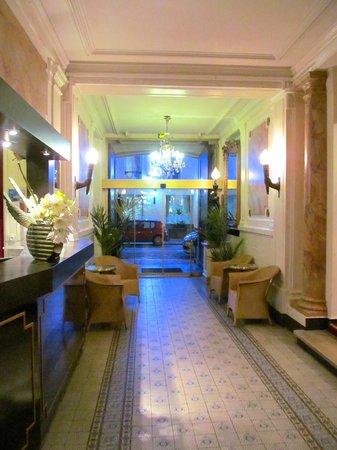Hotel Peyris Opera: Reception Area.