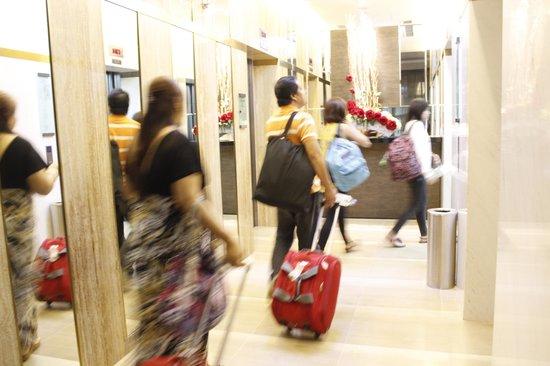 Parc Sovereign Hotel - Albert St.: No bell service