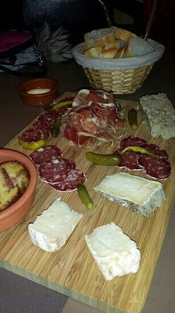 Le Bouchonnet: plateau charcuterie / fromages!