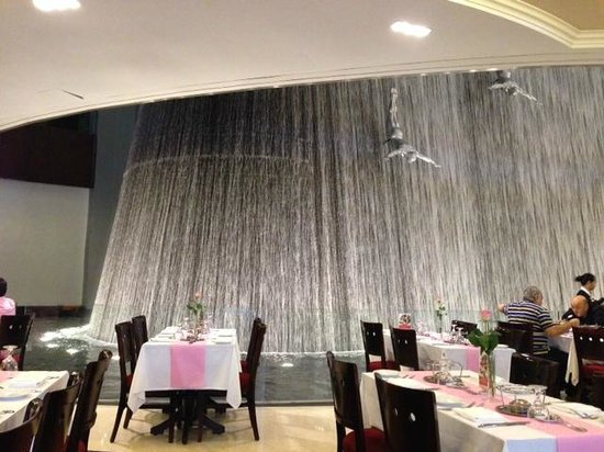 Cafe 39 de paris restaurant at dubai mall picture of for Restaurant miroir paris 18