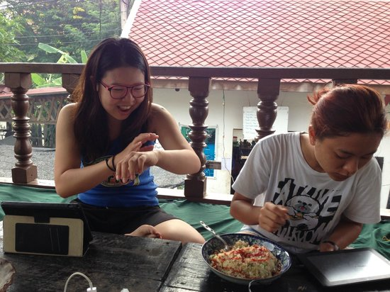 Spicylaos Backpackers: This is a chilling place where you can chat, drink, eat, or even study