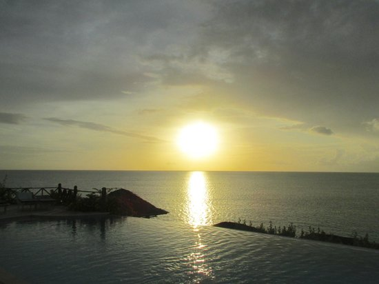 Cocobay Resort: Sunset