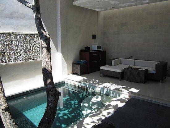 Daluman Villas : Lounge + Pool