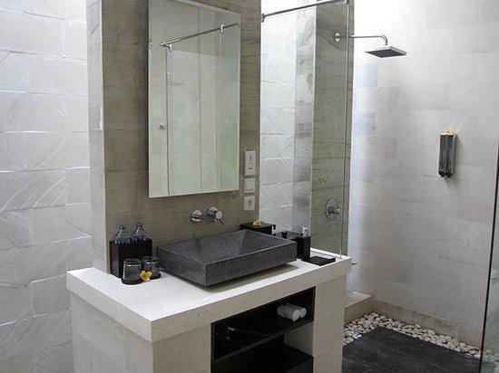 Daluman Villas : Bathoom Area + Shower