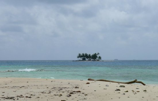 Silk Cay: This is the southern most caye that visitors generally use.