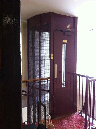 Hotel Peyris Opera: Elevator