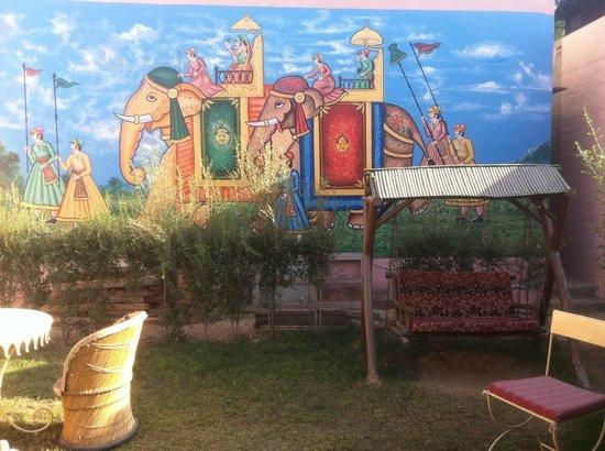 Chandra Niwas Guest House: garden