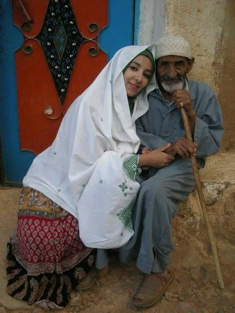 Anyas Travel: nice berber family