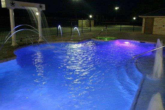 Hotel Texas: Pool/Night