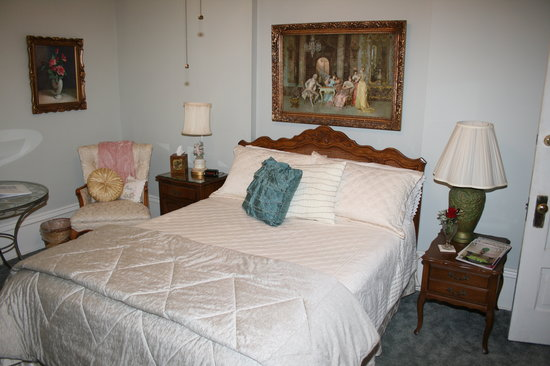 Bedroom 4, queen French Provincial bed - Picture of Century ...