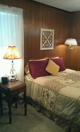 Weston Bed & Breakfast : The Cottage - Queen Room