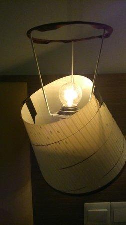 Hotel Sentral Melaka: broken lamp