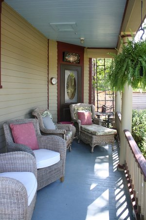 Weston Bed & Breakfast : Relaxing Porch