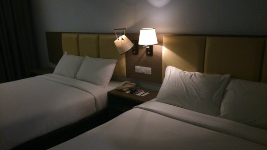 Hotel Sentral Melaka: family room with 2 queen beds,,,& a broken lamp