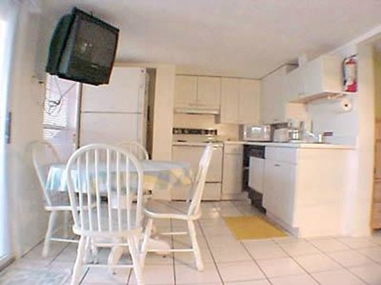 AG Casa Marina Beach Resort: Unit 3 Kitchen