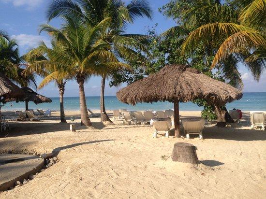 Couples Swept Away: Gorgeous beach