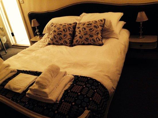 The White Hart Somerton: Room 4