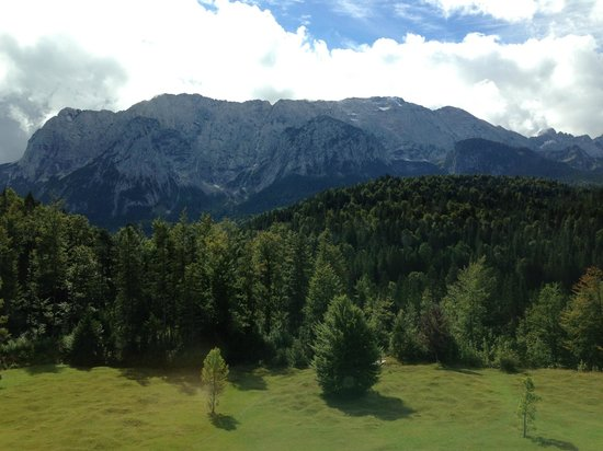 Schloss Elmau: Another day another look at the mountain