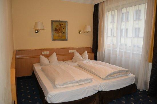 Hotel Royal: Habitación 30. Cama.