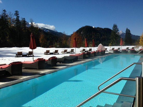 Schloss Elmau: Salt water pool next to the breakfast area in the adults only building