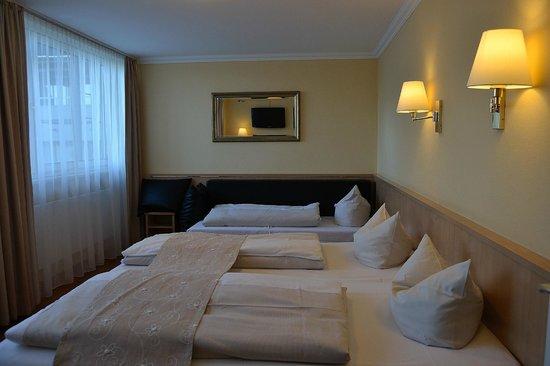 Hotel Royal: Habitación 64. Tres camas.