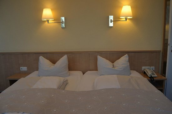 Hotel Royal : Habitación 64. Cama.