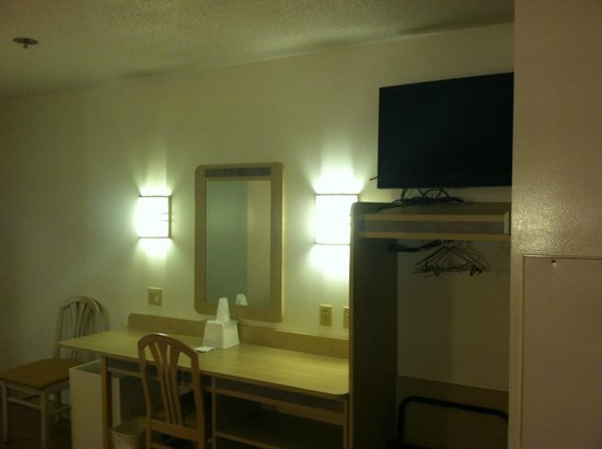 Motel 6 Sandusky-Milan: we loved the flat panel lcd tv!