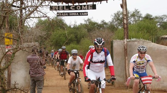 Maasai Simba Camp : Biking in the bush