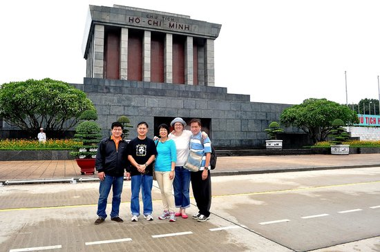 Hanoi Four Seasons Hotel: city tour with Jerome Family