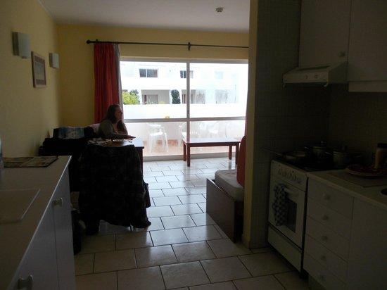 Pateo Village Apartments : dinind area