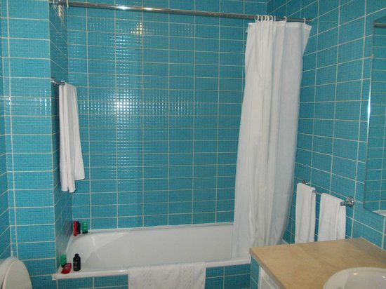 Pateo Village Apartments : shower (nice and hot)