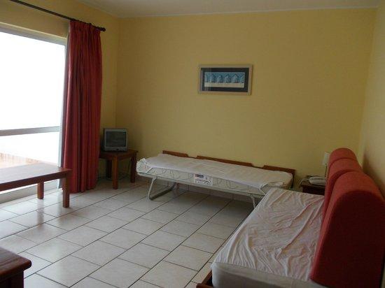 Pateo Village Apartments : Lounge area/ studos sleeping quaters
