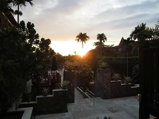 Hard Rock Hotel Bali : Sunset over the pool area