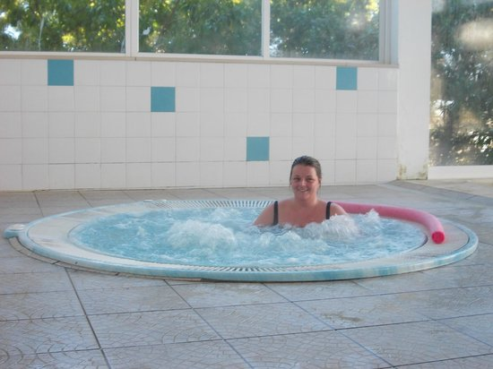 Pateo Village Apartments: relaxing in the hot tub