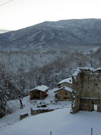 Agriturismo Castello di Bagnolo : neve 2013 dal castello di bagnolo