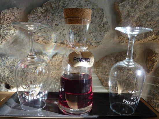 Casa dos Caldeireiros : Detalle vino Oporto