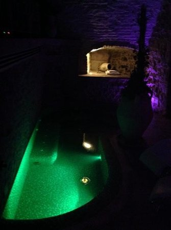 Oste del Castello Wellness & Bike: la spa della stanza rosa d'oro