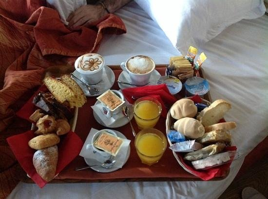 Oste del Castello Wellness & Bike: la colazione in camera....