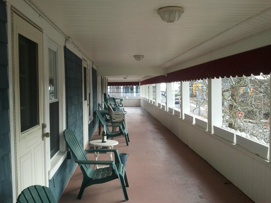 The Bentley Inn: The Bentley's second story porch