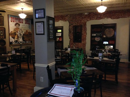 Brazill's On Main : Brazill's dining room