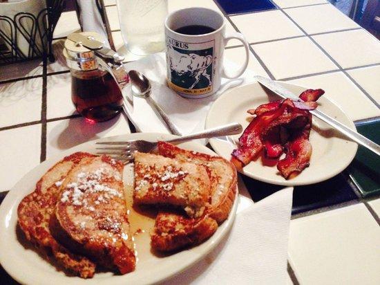 Serviceable breakfast in Bastrop at Maxine's
