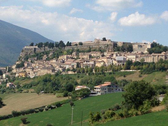 Hotel & Ristorante Zunica 1880: Skyline di Civitella del Tronto