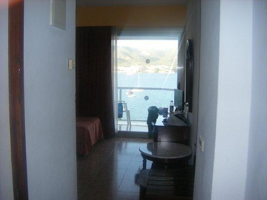 Hotel Seramar Comodoro Playa : sea view when walk in room