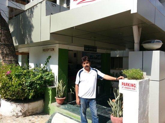 Hotel Sai Sahavas : At the reception area