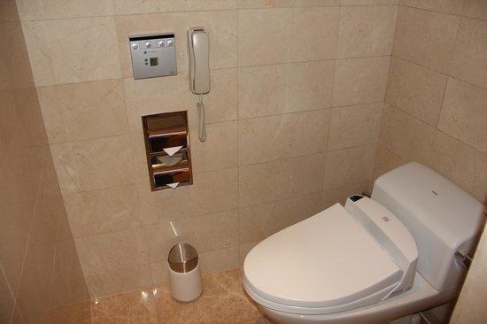 Lotte Hotel Moscow: тот самый японский унтаз