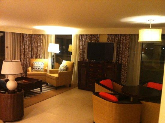 Melia Nassau Beach - All Inclusive: гостиная сьюта