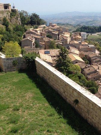 Hotel & Ristorante Zunica 1880: Vista su Civitella durante la passeggiata sulla Fortezza