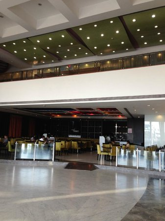 The Grand Bhagwati : the lobby area..features piano- the 24 hour coffee shop
